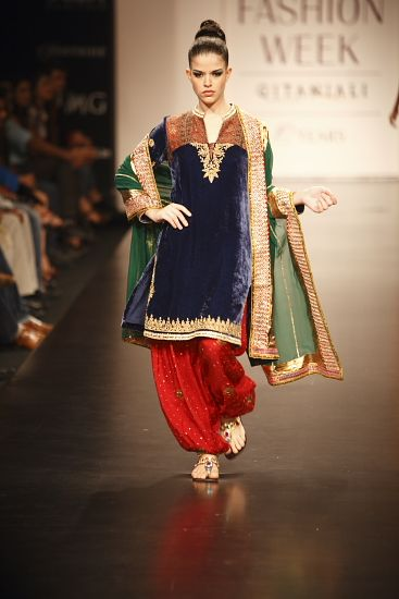 Anita Dongre. LFW S/S 10'. Indian Couture.