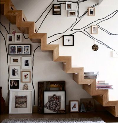 Stair shelf, tree of art and photos.Wall Decor, Stairs, Frames Pictures, Interiors Design, Families Photos, Families Trees, Trees Murals, Pictures Frames, Wall Design