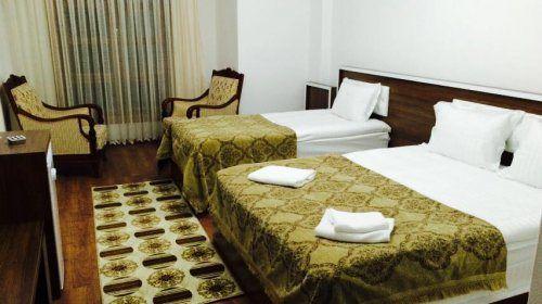 İmranlı İşleyen Otel; küçük ilçe merkezinde oldukça güzel görünümlü bir konaklama imkanını size sunuyor. Sabah kahvaltısını keyifle yapabileceğiniz otel; ücretleri ile de sizi tatmin ediyor. Anadol…