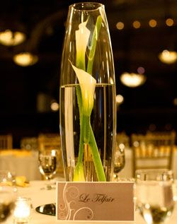 Calla Lily Centerpiece - couldnt help but repin this. such a simple yet gorgeous idea!