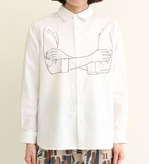 Broderies en ligne claire sur chemise blanche