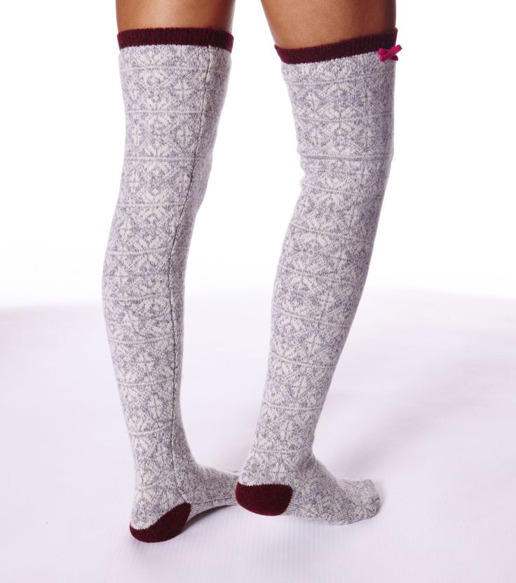 Odd Molly jacquard long sock Art.-Nr. M814-832 grey melange Strümpfe aus 80 % Lammwolle und 20 % Nylon mit großflächigem Jacquardstrick, Strickschleifen und Rippborten.
