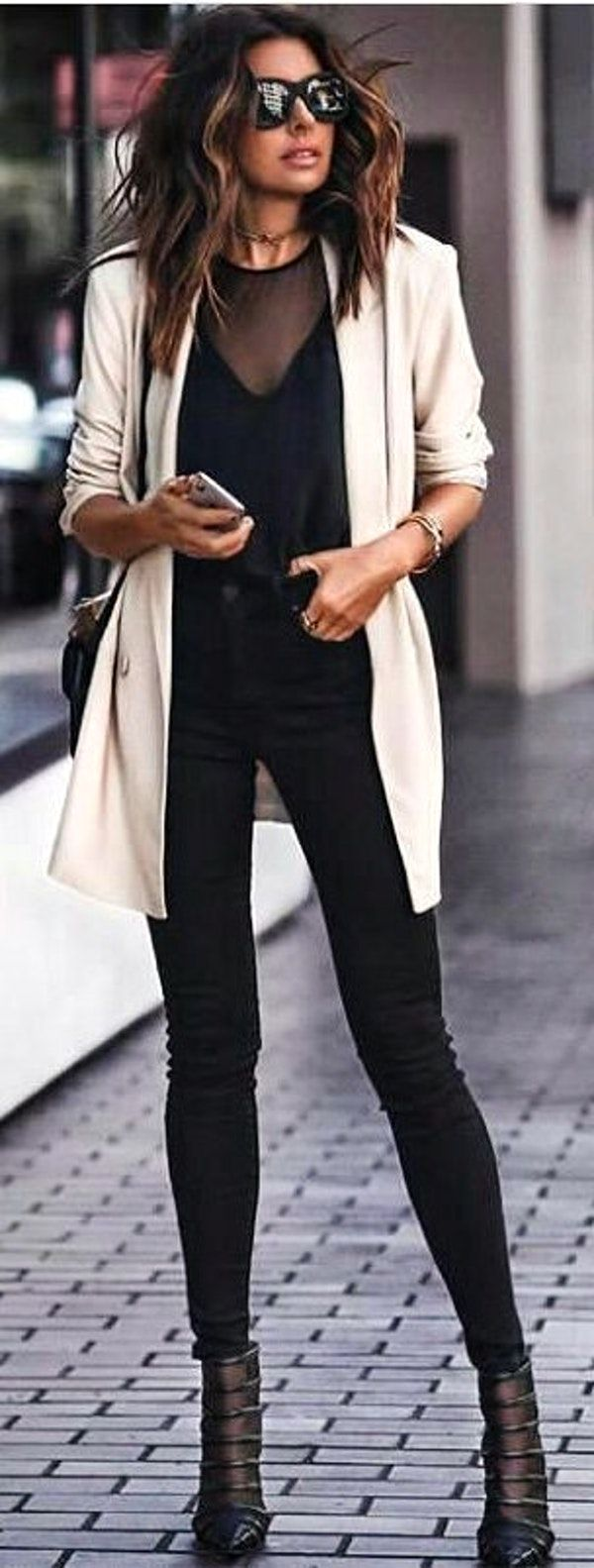 #winter #outfits  black top and black fitted jeans with white blazer. Pic by @newyork_streetstyles.