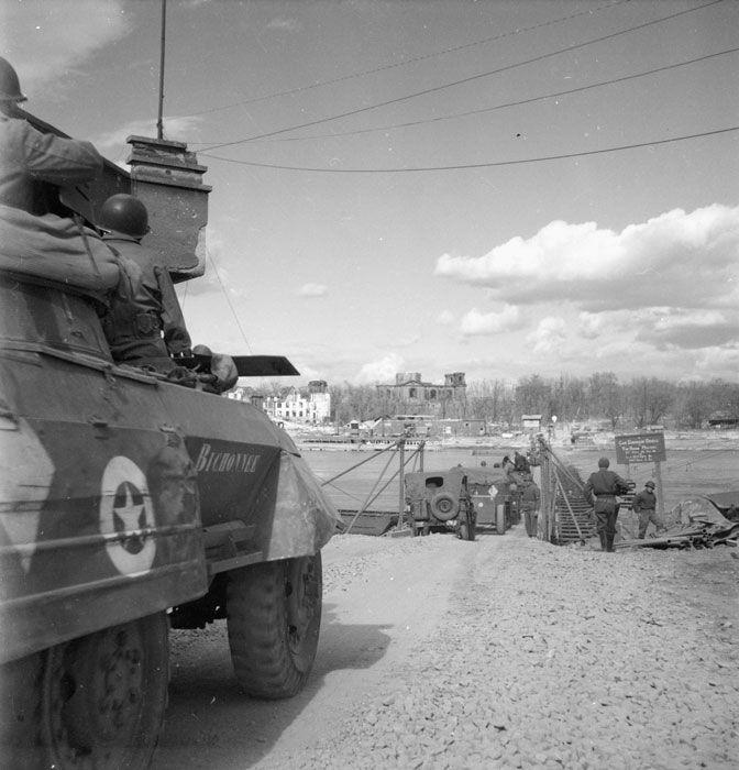 La tête de pont de l'armée française au-delà du Rhin.  Dans le secteur du Bienwald, la ligne Siegfried est très fortifiée ;
