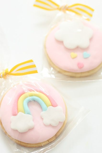 sweet rainbow and cloud cookies <3