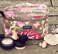 wylder jane audrey bag. perfect for keeping cosmetics and toiletries neat and tidy when traveling. #cosmeticbag #makeupbag #travelaccessorybag #oilcloth #washable