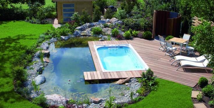 K najnovším trendom patria aj bazény SWIM SPA umožňujúce celoročné plávanie vonku. Súčasťou výbavy je termokryt, ktorý dokonale izoluje, čím znižuje aj spotrebu energií. (Foto: USSPA)