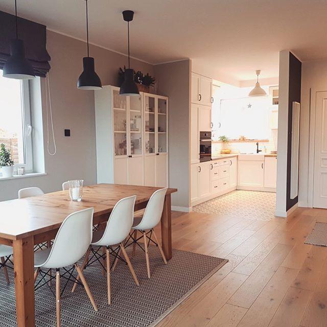 Jadalnia W Stylu Skandynawskim Z Czesciowo Otwarta Kuchnia Lovingit Pl Home Home Decor Dining Area