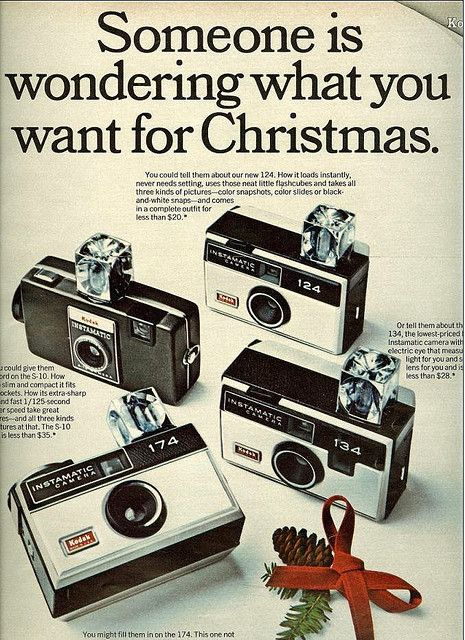 1968 KODAK Instamatic Camera with cube flash blubs