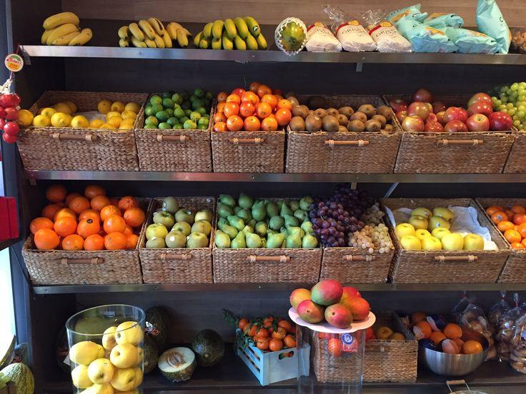 Mejores 16 im genes de tiendas de abarrotes en pinterest for Decoracion de fruterias
