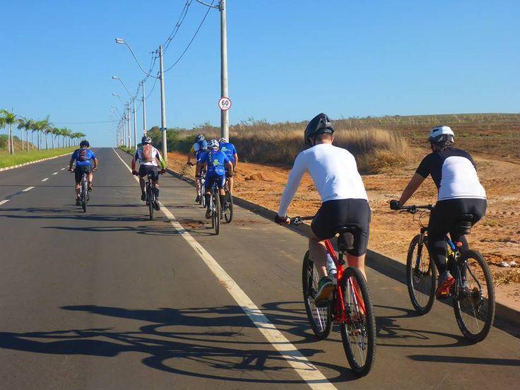 Passeio ciclístico será realizado nesta sexta-feira (07) em Botucatu - Nesta sexta-feira (7) está marcado o terceiro Encontro em Comemoração ao Dia do Ciclista Botucatuense (15 de abril), incluído no Calendário Oficial do Município através da Lei Municipal nº 5.662, de 2014. Aconcentração para o passeio ciclístico desta sexta está marcada para as 19 horas, em frente - http://acontecebotucatu.com.br/esportes/passeio-ciclistico-sera-realizado-nesta-sexta-feira-0