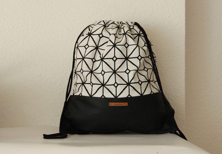 Turnbeutel - Turnbeutel/ Rucksack Leder schwarz/ geometrisch - ein Designerstück von mysackerl bei DaWanda