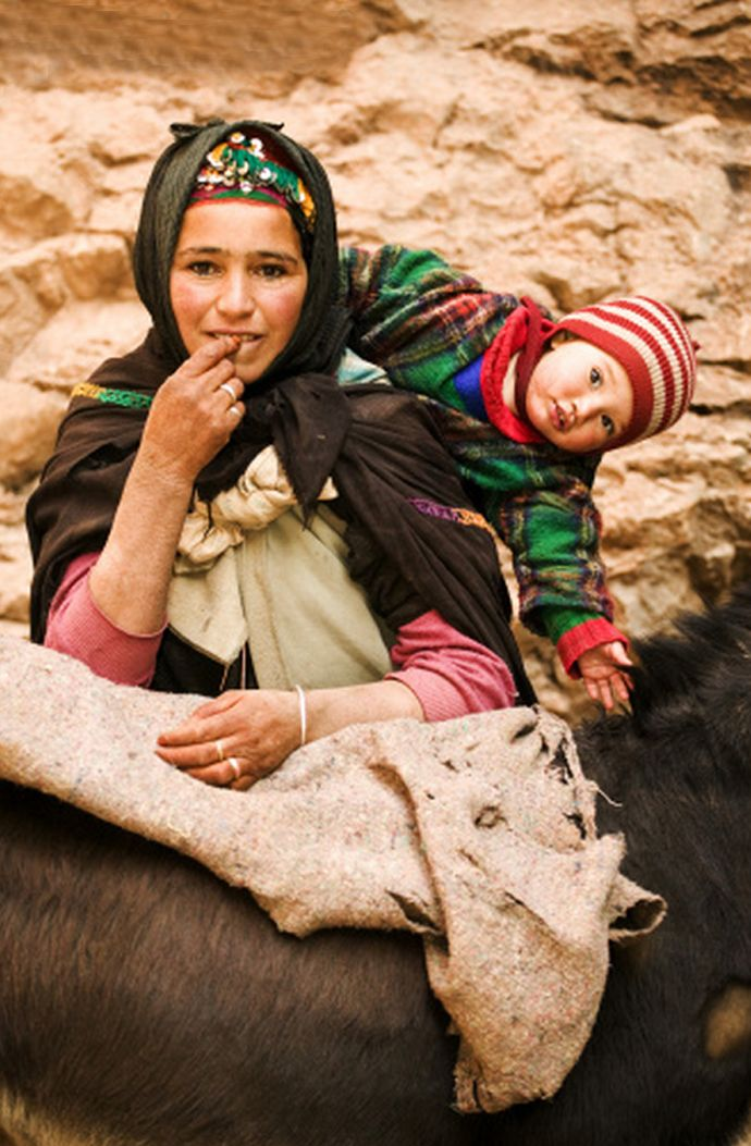 Africa | A Berber nomad woman with her child. Atlas mountains, Morocco | ©Martin Harvey