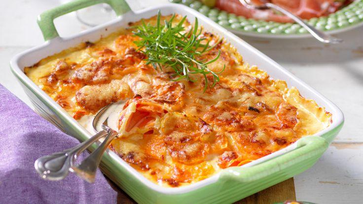 Testa något nytt och gör en potatisgratäng med sötpotatis och morötter. Perfekt att servera kallskuret till!