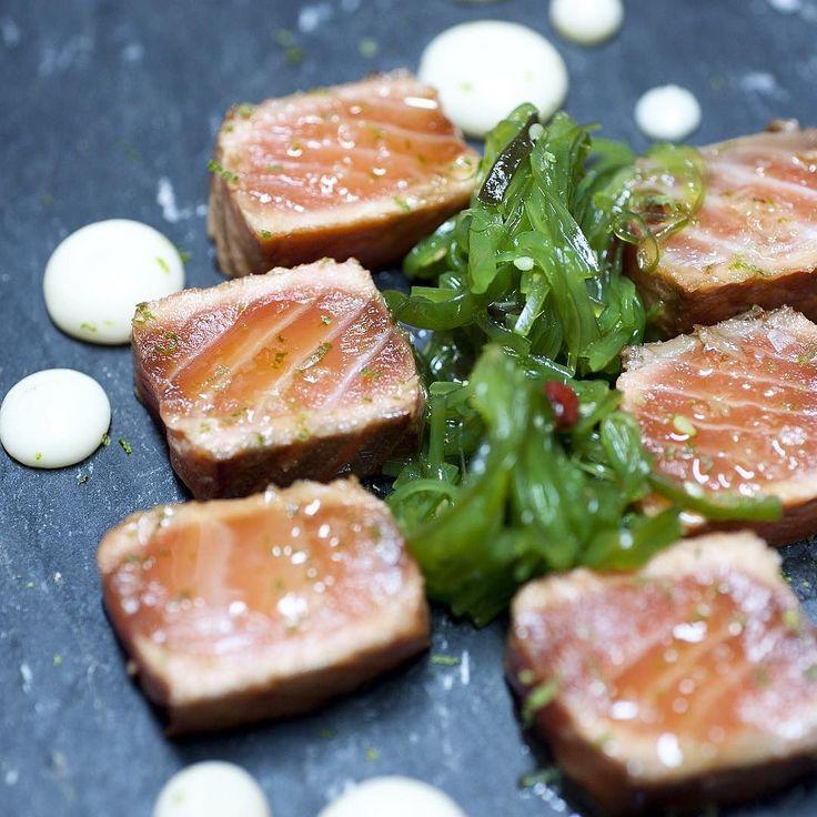 Buen #tataki de #salmon en @posadadeldragon. Muy crack Pedro Olocco si señor. Post destacado para él y los suyos #Madrid #conelmorrofino #lalatina by conelmorrofino