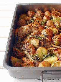 eintopf: cytrynowy kurczak pieczony z oliwkami, czosnkiem i ziemniakami
