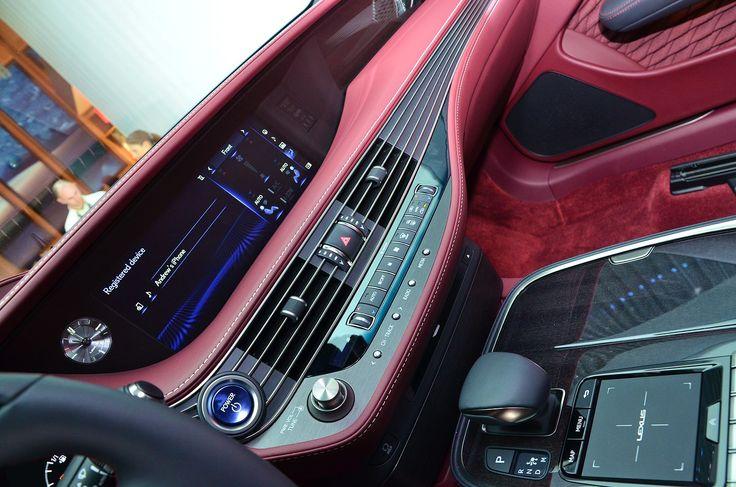 La limousine hybride de la marque premium livre de menus détails complémentaires. Le porte drapeau du constructeur premium s'expose au Palexpo. Alors présentée dans sa version thermique la limousine se révèle enfin dans sa déclinaison hybride. Aucune surprise sur le plan mécanique et on retrouve le moteur essence V6 3,5 l à double distribution variable …