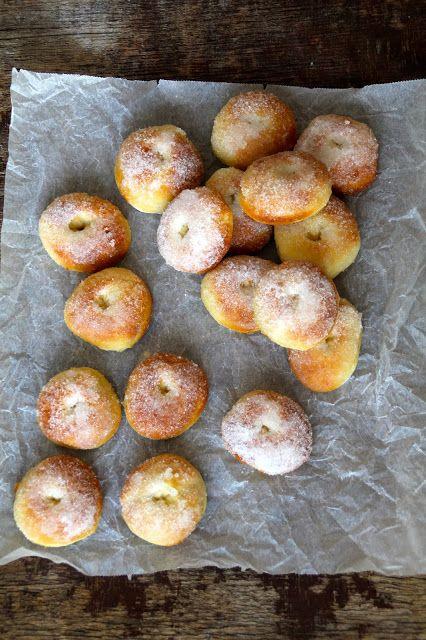 Jeg kom akkurat over en oppskrift på doughnuts laget med søtpotet og hadde lyst til...