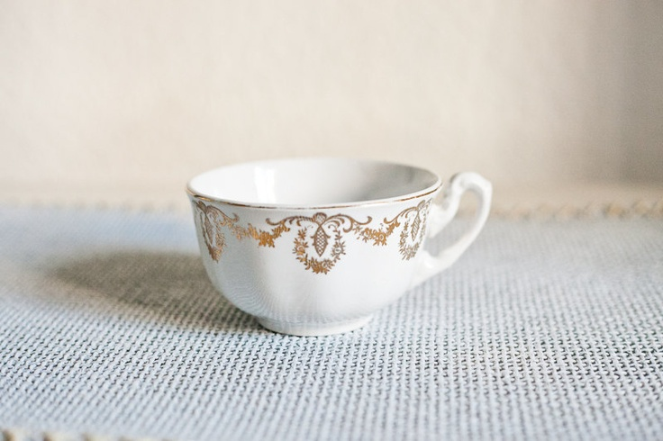 Ceramic cup from La Cartuja (Pickman Factory) with golden ornaments