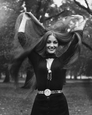 Jane Seymour. https://play.google.com/store/music/artist?id=Aoxq3iz645k55co23w4khahhmxyfeature=search_result