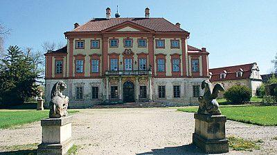 Zámek v Liběchově by nutně potřeboval opravu.