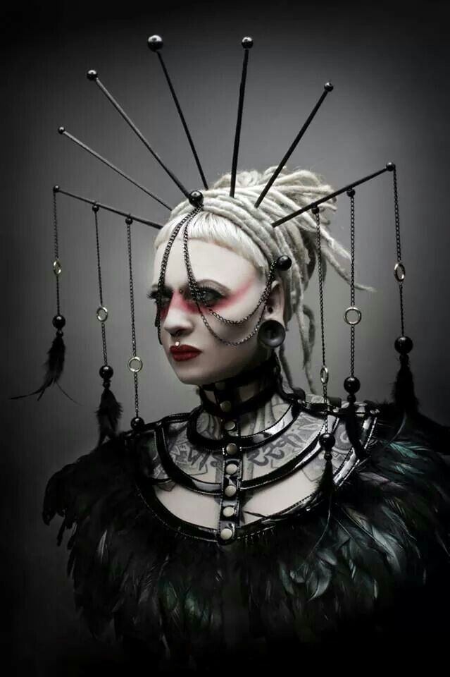 .Evil queen and use apple, drawfs, skeleton, etc hanging