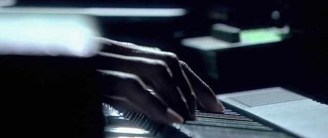 Turning tables. (2011, Live at the Royal Albert Hall, http://en.wikipedia.org/wiki/Live_at_the_Royal_Albert_Hall_(Adele_video))