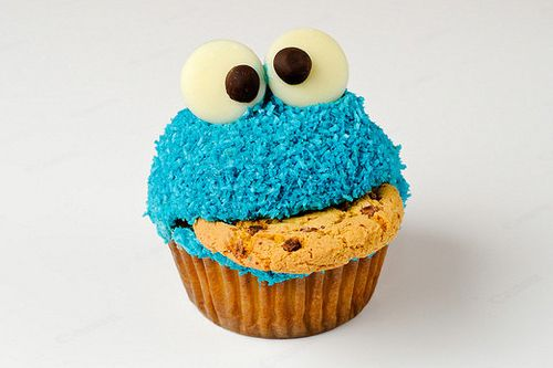 Cookie Monster Cupcakes! Great 1st Birthday Party Idea.