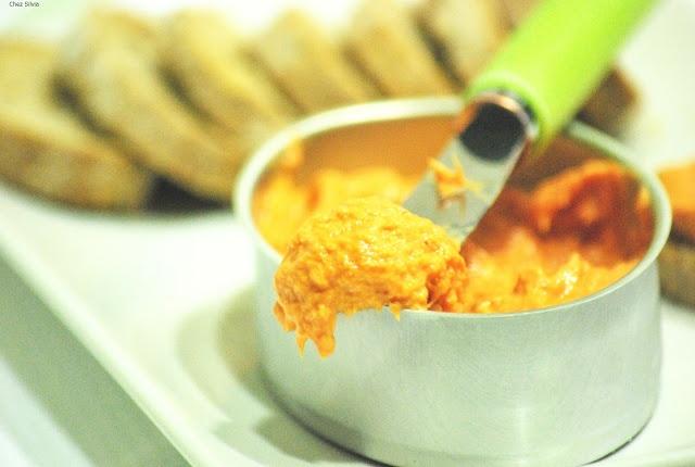 CHEZ SILVIA: Lalitas de paté de atún y piquillos.....una receta muy minina