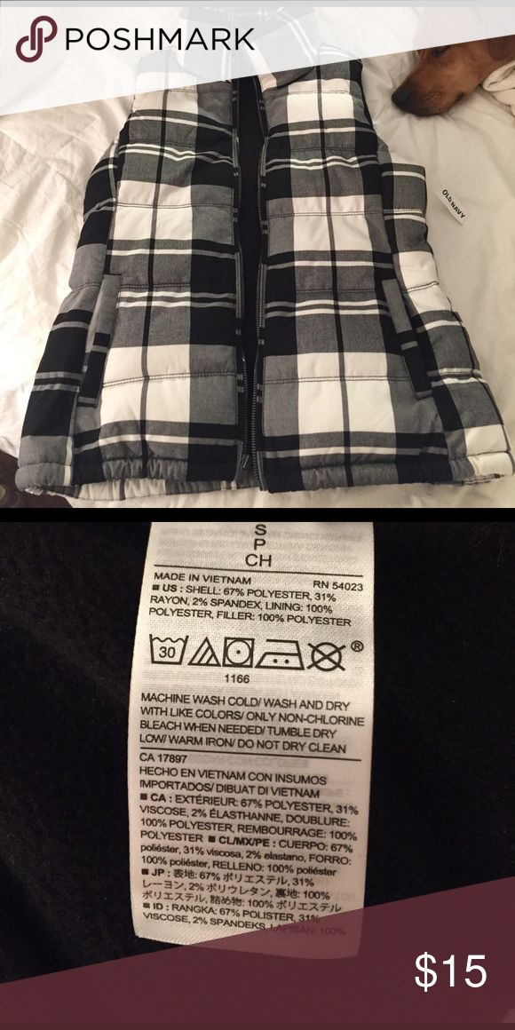 NWT Plaid Old Navy Vest Zip up old navy vest, NWT, size SP and in perfect condition. Old Navy Jackets & Coats Vests