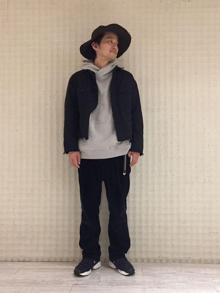印mathematicsグランフロント大阪店 ダメージパーカーとトレンドのショート丈のデニムジャケットを合わせたストリートスタイル