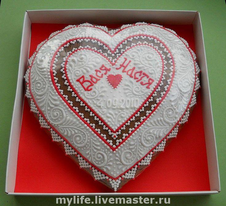 Купить или заказать Свадебные пряники в интернет-магазине на Ярмарке Мастеров. Пряники медовые расписные. Оформление по Вашему желанию. Можно сделать сердце для молодоженов, благодарственные сердца для родителей жениха и невесты, именные прянички для гостей, пряники для угощения и прянички- рассадочные карточки.