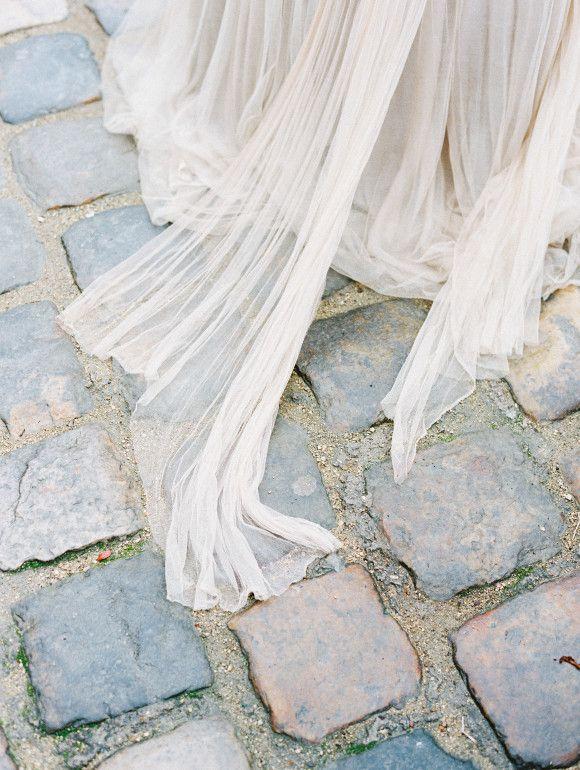 ❖ Romantic Paris Wedding Elopement Inspiration | via Wedding Sparrow ❖