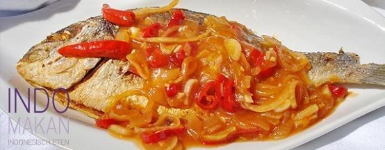 Ikan Goreng Padang - Gefrituurde vis met een hete saus - Fried fish with a very hot sauce