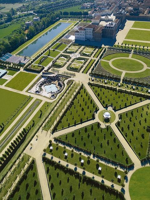 palace gardens: I Giardini de La Venaria Reale (aerial photo by Giardini della Reggia di Venaria 2009-03-06 (@flickr 3333571350)