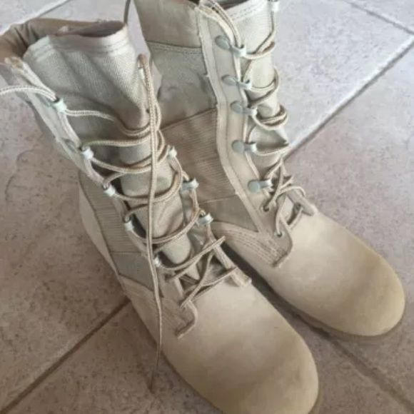 Womens Military Combat Boots 6 Narrow Womens combat boots, in great condition, 6 narrow Shoes