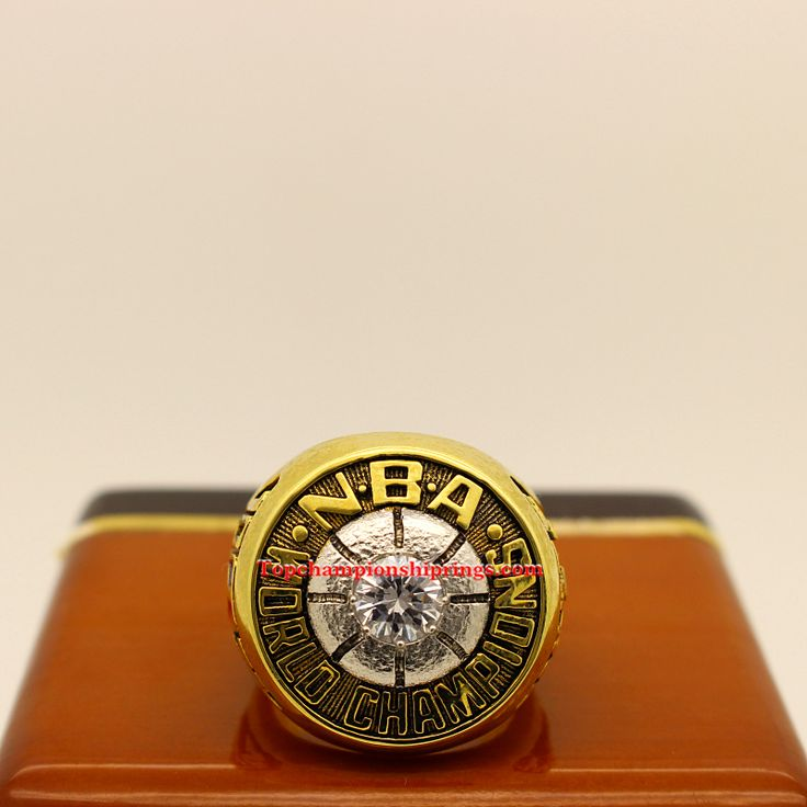 1974 NBA Boston Celtics Basketball World Championship Ring