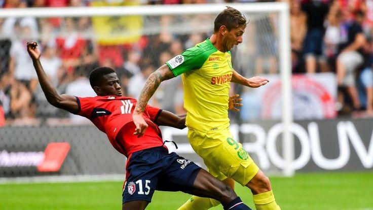 Edgar Ié (Lille) intervient face à Emiliano Sala (Nantes)
