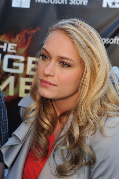 leven rambin. How ironic is it that she plays in the hunger games (glimmer) and she plays clarrise la RUE in Percy Jackson and the sea of monsters. Oh my God, rue!!!!!