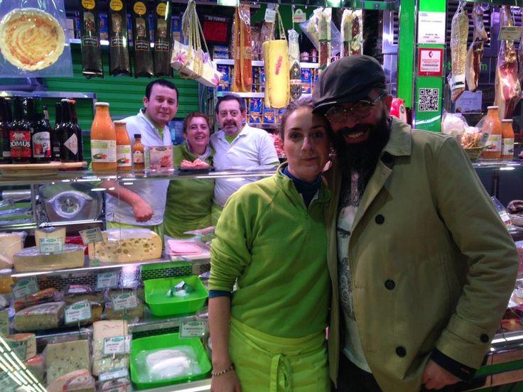 Albert en la tienda gourmet Casa Tere en el Mercado de Chamberí, nuestro primer participante en el concurso. Mucha suerte y esperamos más #SelfieChamberí