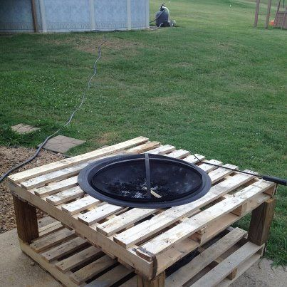 25 best ideas about pallet fire pit on pinterest pallet for Table exterieur diy