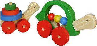 Arrastre Tortuga Arrastre divertido, la mamá tortuga tiene un contador, el caparazón de la tortuguita es un ensarte. Medidas: 12 x 35 x 6cm. $98