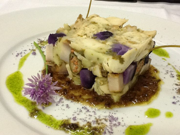 Insalata di luccio e storione affumicato servita con tapenade di olive taggiasche