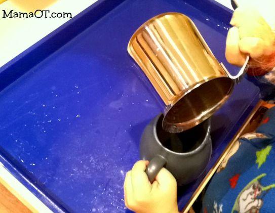 Feinmotorik Übung, mit Wasser oder auch z.B. Kastanien Kleinwirdgross.wordpress.com Ein Blog für die Familie, mit Themen von Spieletipps, Bastelideen und Rezepten, über Kindererziehung, bis hin zu mehr Gelassenheit für Eltern