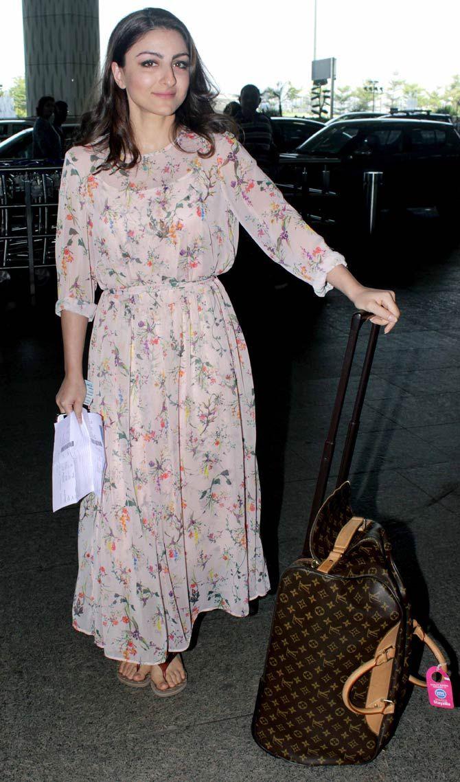 Soha Ali Khan at the Mumbai airport. #Bollywood #Fashion #Style #Beauty #Hot #Sexy