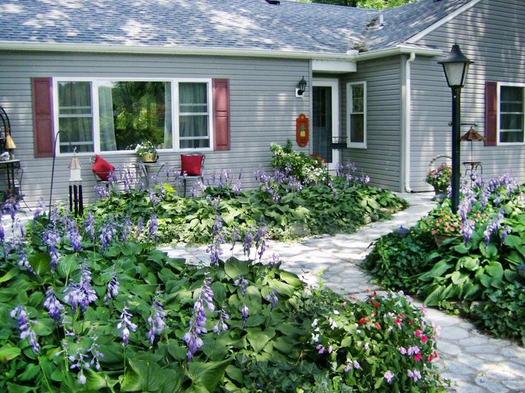 Colorful Lush Cottage Style Gardens Are The Perfect 640 x 480
