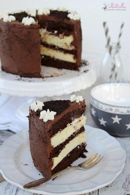 Rezept für Schokoladentorte mit Cheesecakefüllung :) - Schokoladen-Kakao-Rührteig :) mit Frischkäse-Sahne-Füllung und Schokoladenganache miz Zucker und Kakao - http://ullatrullabacktundbastelt.blogspot.de/2015/11/schokoladentorte-mit-cheesecake-fullung.html