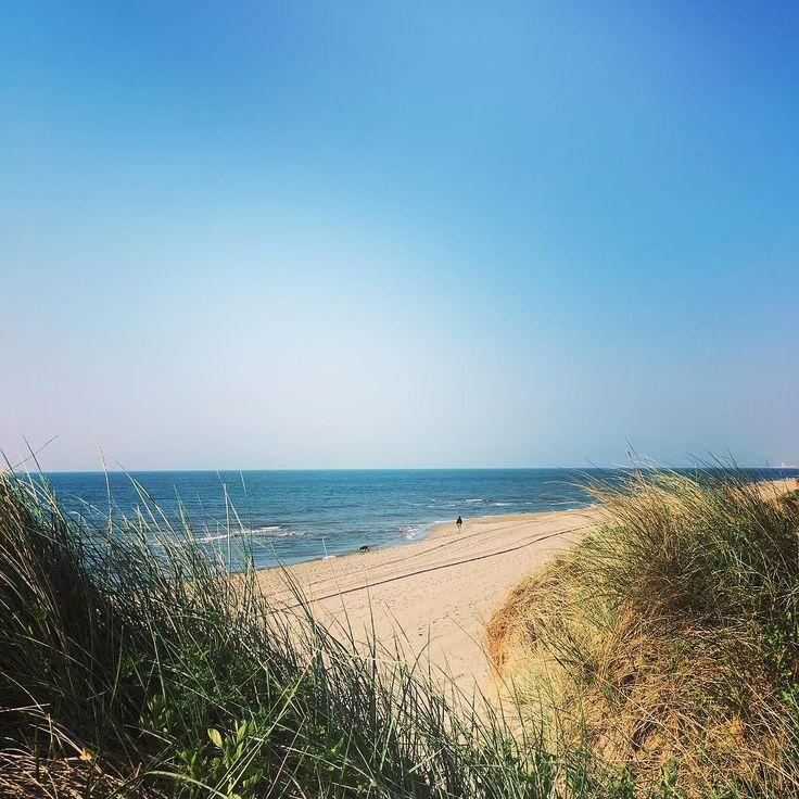Après le petit dej' rien de tel qu'une balade sur la plage !  #camping #campsite #sablons #mer #beach #sea #vacances #holiday #picsoftheday #plage #France #French #sud #fun #sun #campinglessablons #Portiragnes #relax #summer #spring