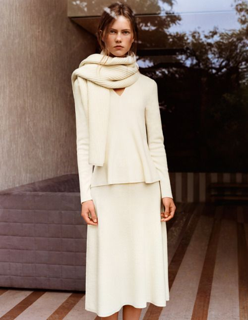thick scarf, off-white top & matching skirt #style #fashion #minimal #fall style: