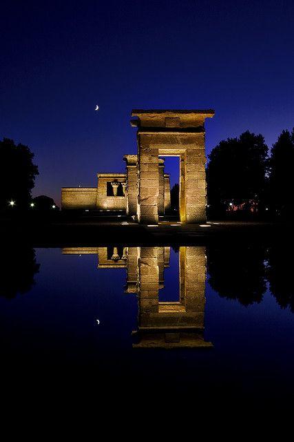 Madrid, tiene grandes encantos por descubrir, Templo de Debod, en Madrid. ¿Te animas?
